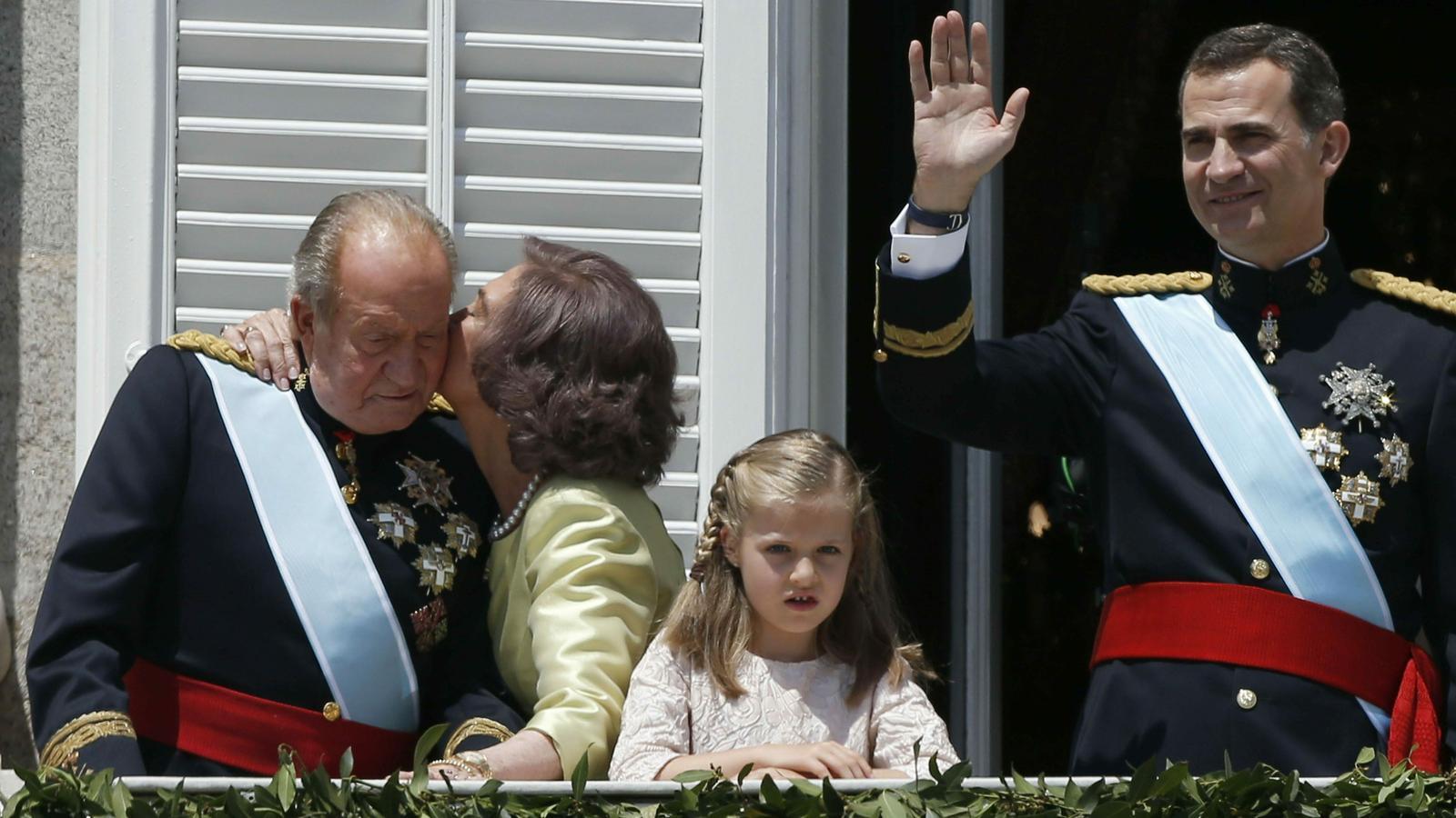 El rei emèrit i el rei Felip VI durant la proclamació d'aquest darrer el 19 de Juny de 2014
