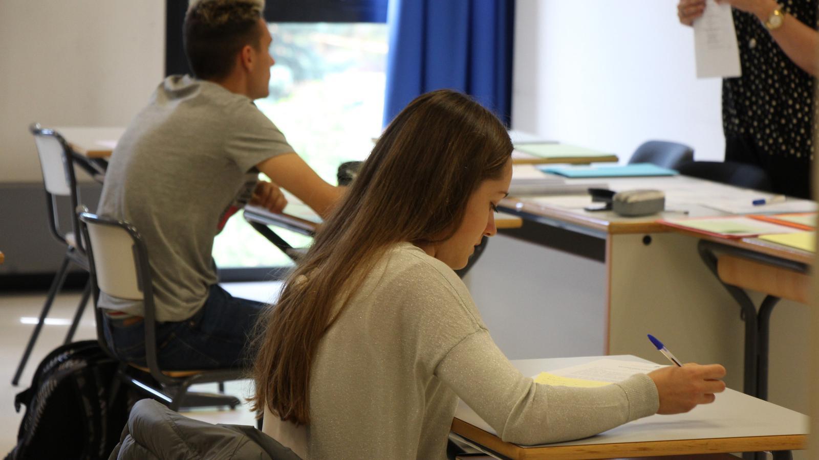 Alumnes examinant-se. / M. R. F. (ANA)