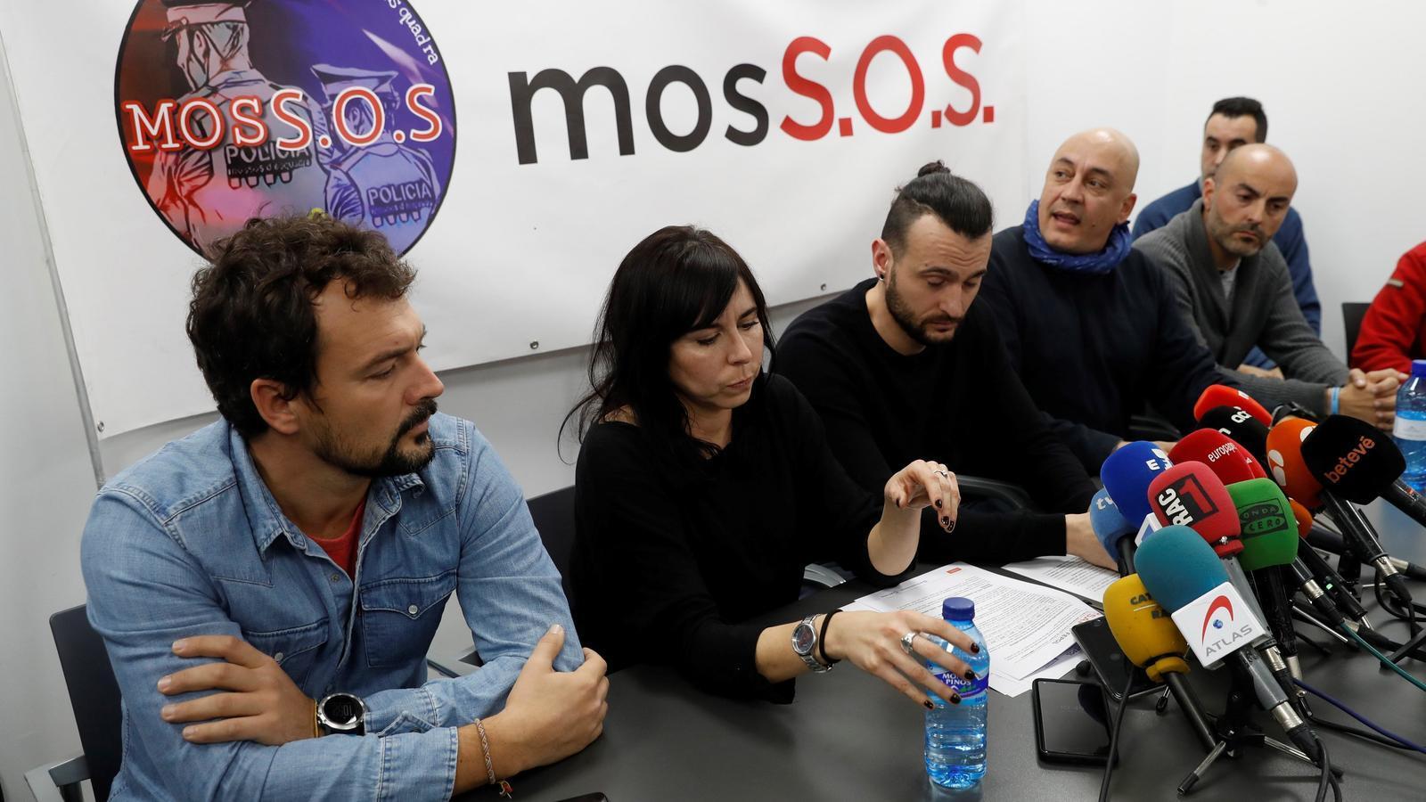 """Agents dels Mossos diuen que faran un """"sobreesforç"""" el 21-D i posposen les queixes laborals"""