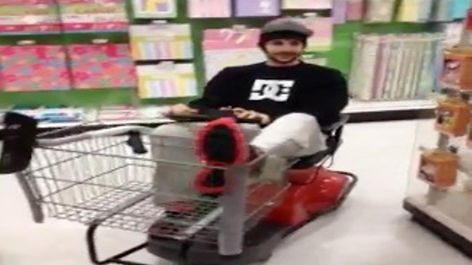 L'original manera d'anar a comprar de Ricky Rubio