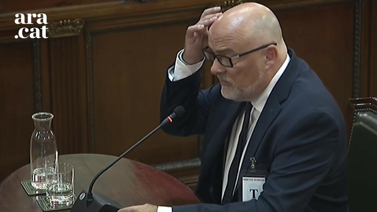 L'exvicepresident de la Mesa, Lluís Corominas, i l'exsecretaria, Anna Simó declaren al judici com a testimonis
