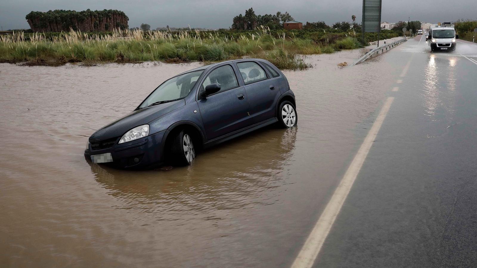 El temporal inunda cases i cultius i deixa sense classe 25.000 alumnes al País Valencià