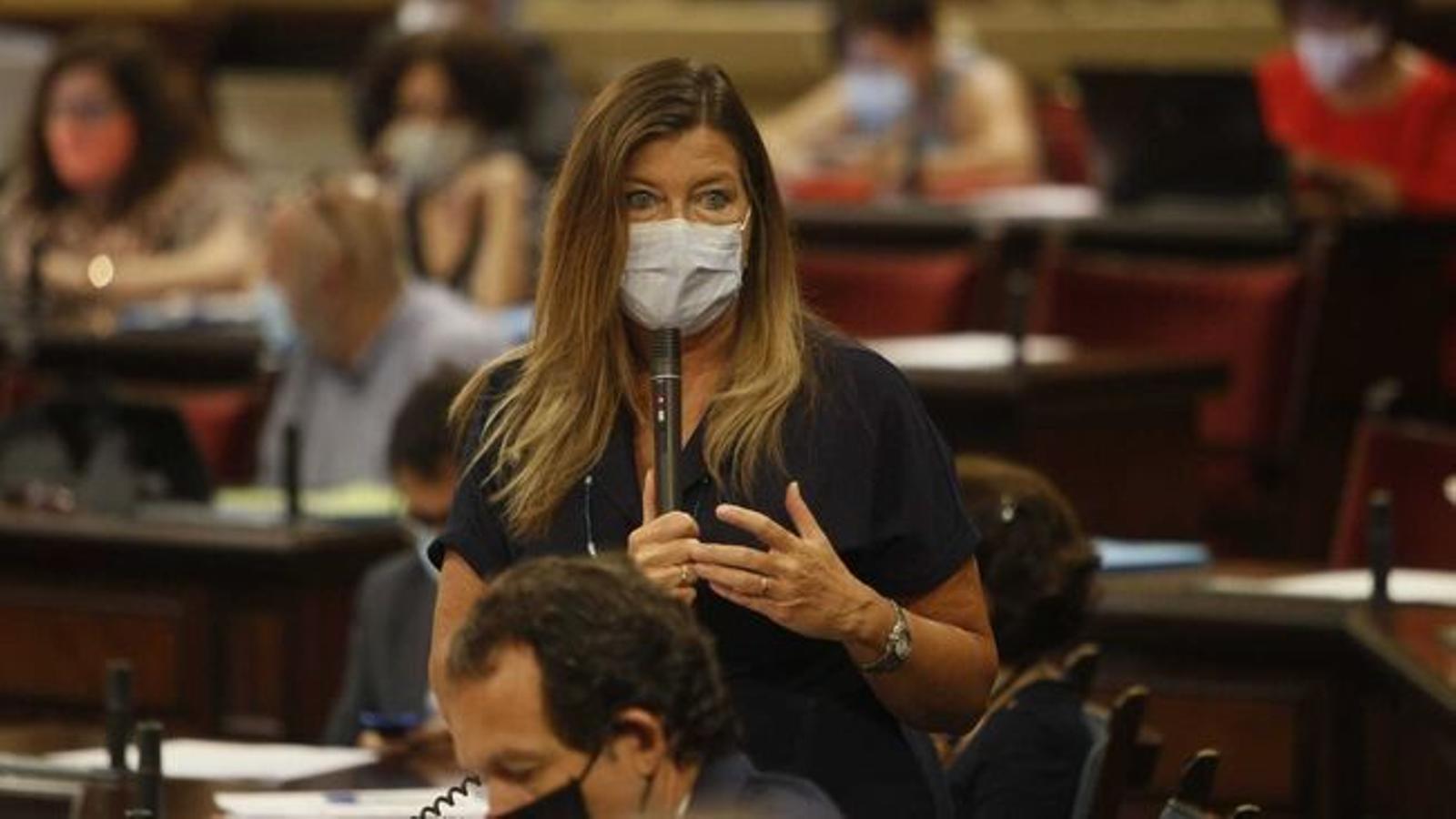 La consellera de Salut, Patricia Gómez, al Parlament. / ISAAC BUJ