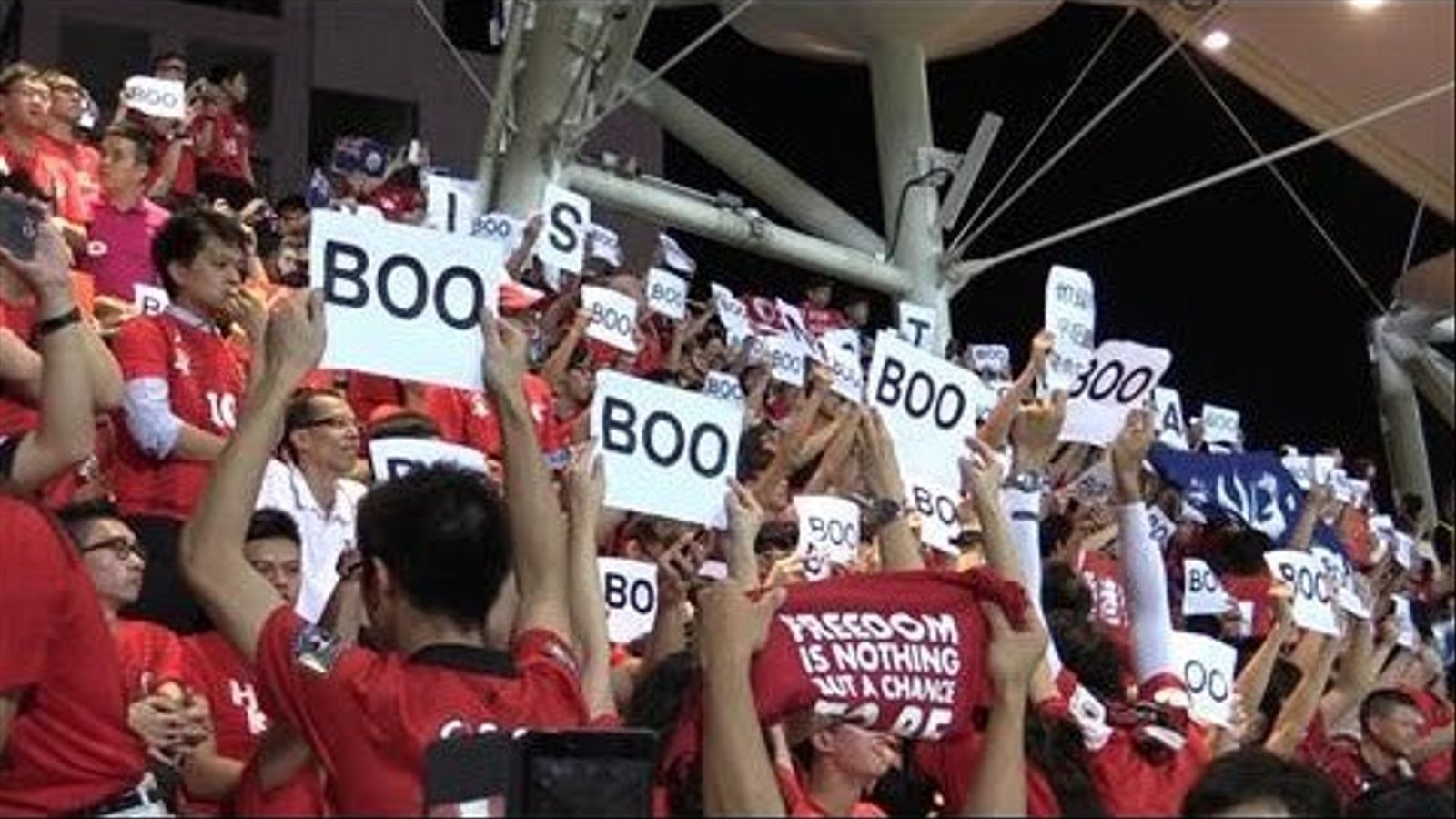 Xiulada a l'himne xinès, a Hong Kong.