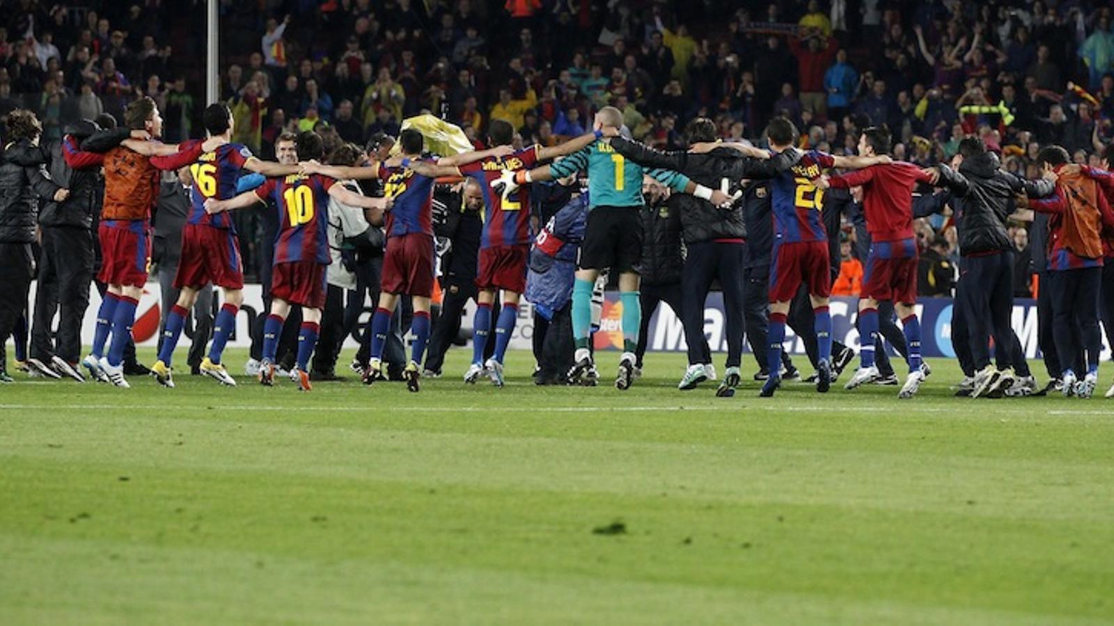 Els jugadors del Barça celebren la classificació per la final