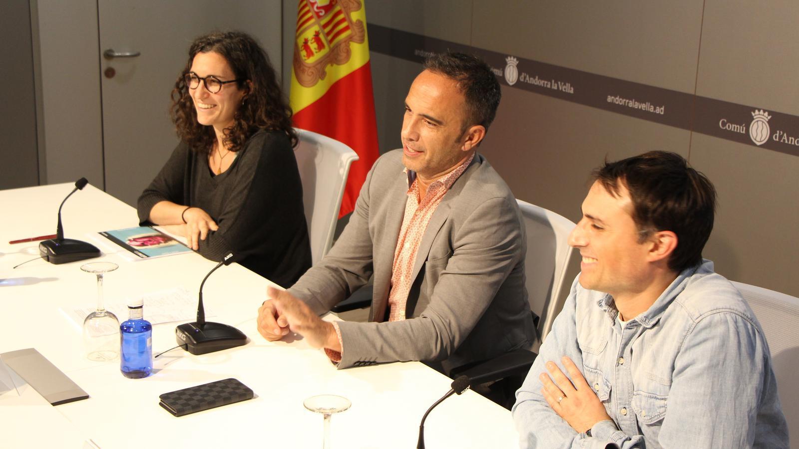 Sara Valls, integrant de l'associació Ull Nu, Alain Cabanes, conseller de Joventut i Esports del comú d'Andorra la Vella i Hèctor Mas, director del festival Ull Nu.