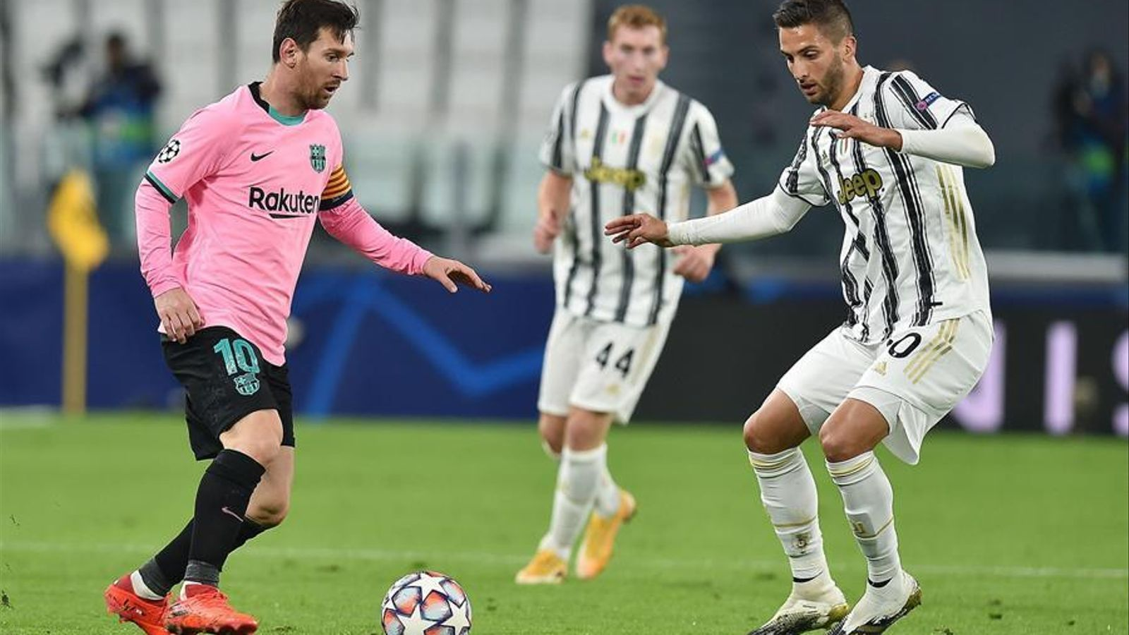 Messi, en acció al camp de la Juve