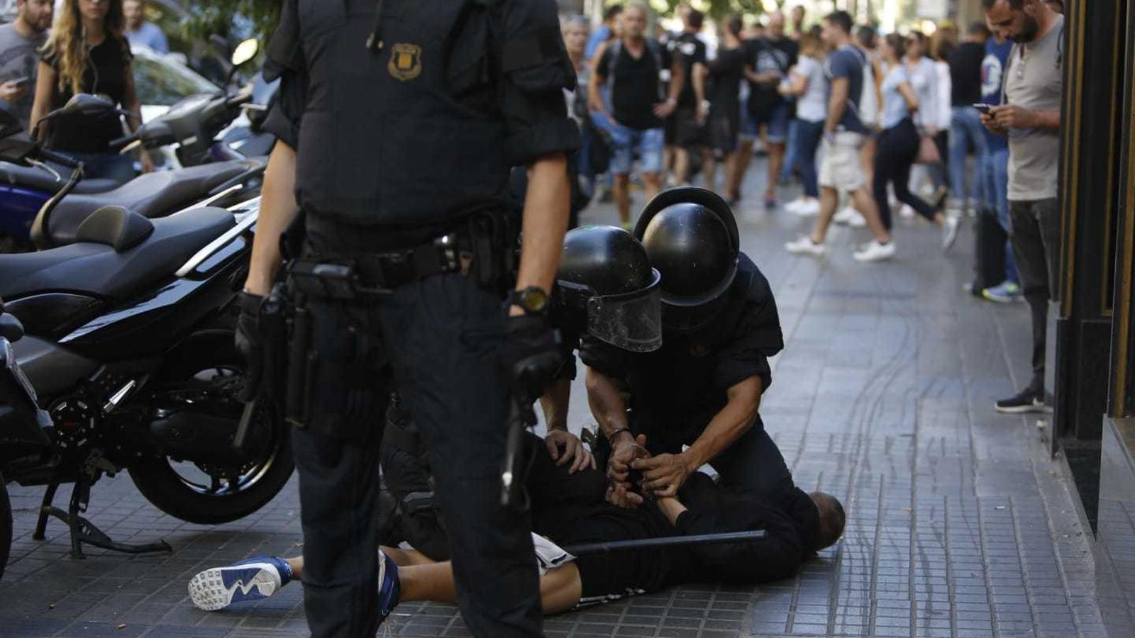 Sis detinguts i càrregues policials a la manifestació independentista de Barcelona