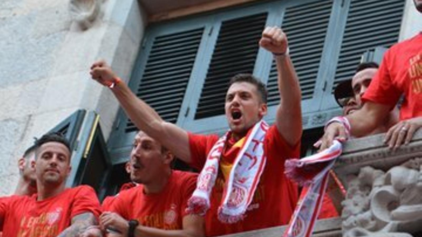 Àlex Granell, celebrant l'ascens del Girona a Primera