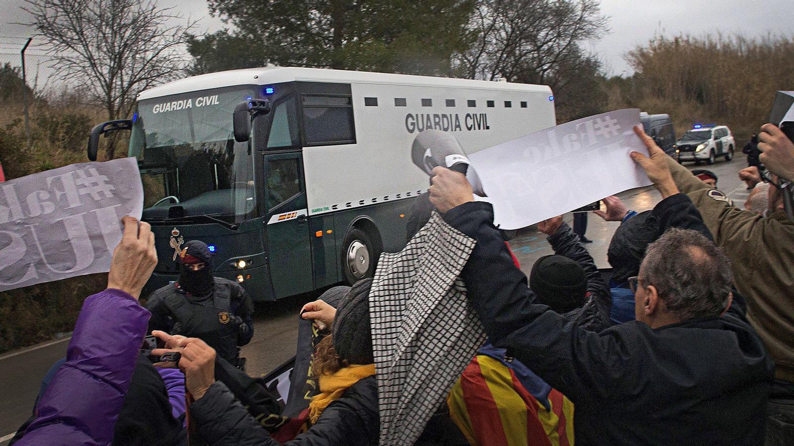 L'anàlisi d'Antoni Bassas: 'El problema de Catalunya viatja a Madrid per ser jutjat'