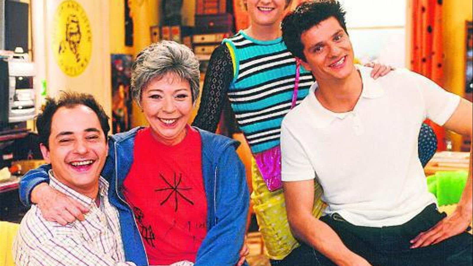 Els protagonistes El Lopes (Jordi Sànchez), la Carbonell (Anna Maria Barbany), l'Emma (Mònica Glaenzel) i el David (Joel Joan) són els quatre personatges principals de la sèriePlats bruts.