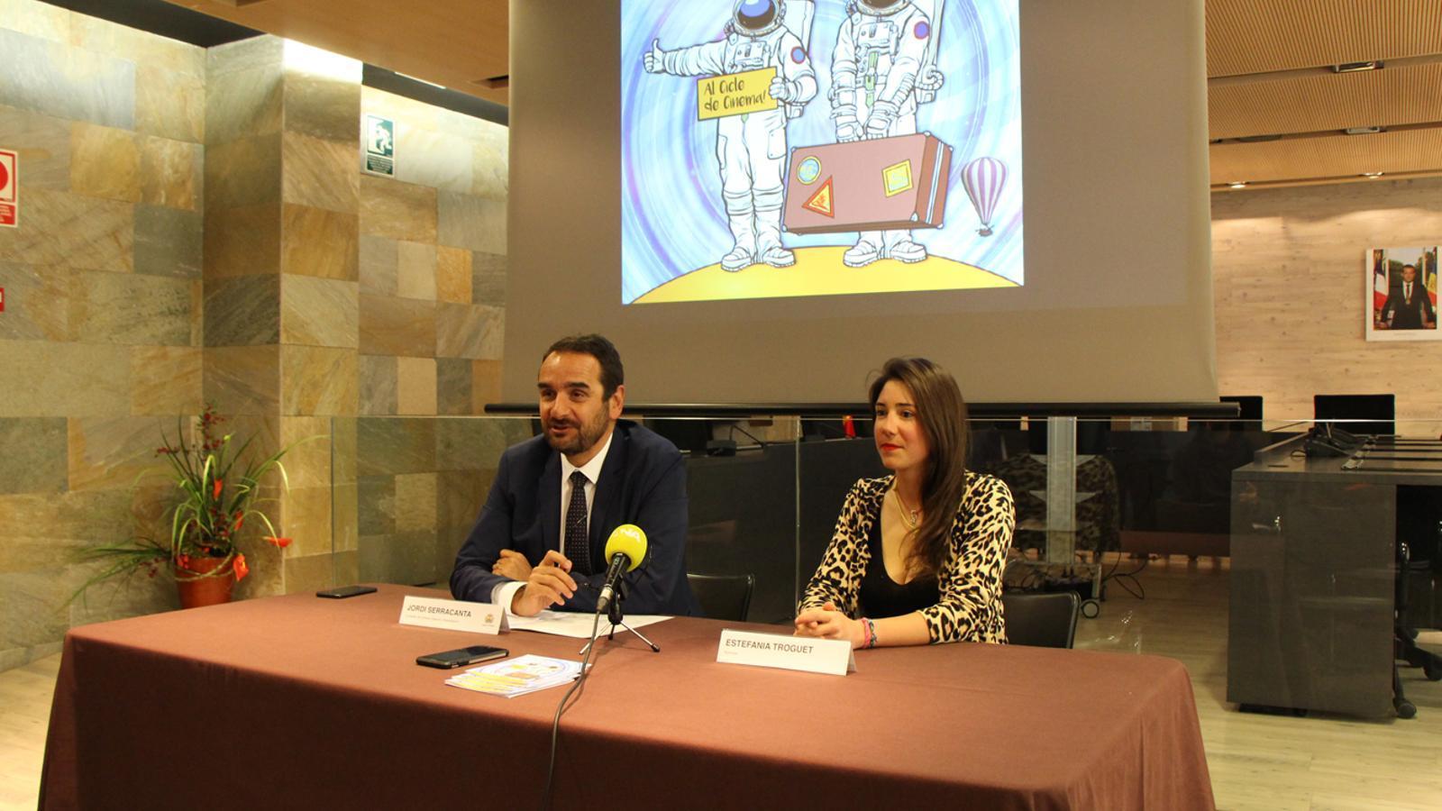 El conseller de Turisme, Esports i Dinamització del comú d'Ordino, Jordi Serracanta, i l'alpinista Estefania Troguet, durant la roda de premsa celebrada aquest dilluns. / M. P. (ANA)