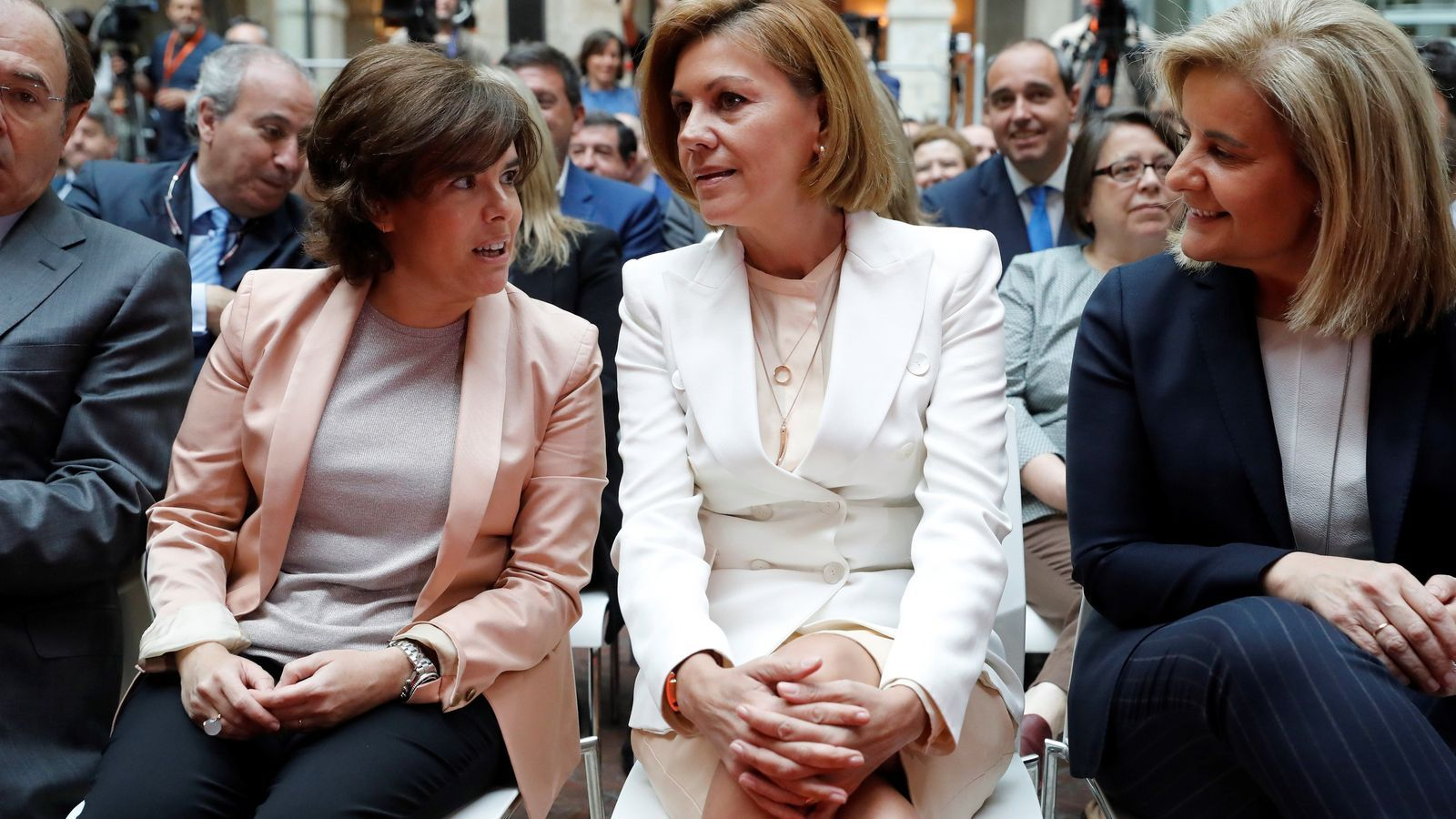 Cospedal i Santamaría obren la guerra successòria al PP
