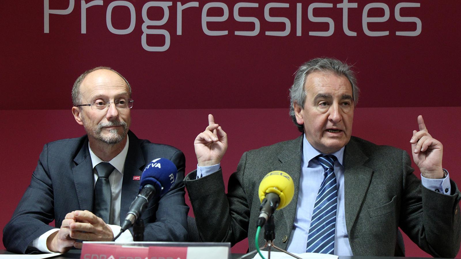 El conseller general Víctor Naudi i el president d'SDP Jaume Bartumeu durant la roda de premsa. / M. M.