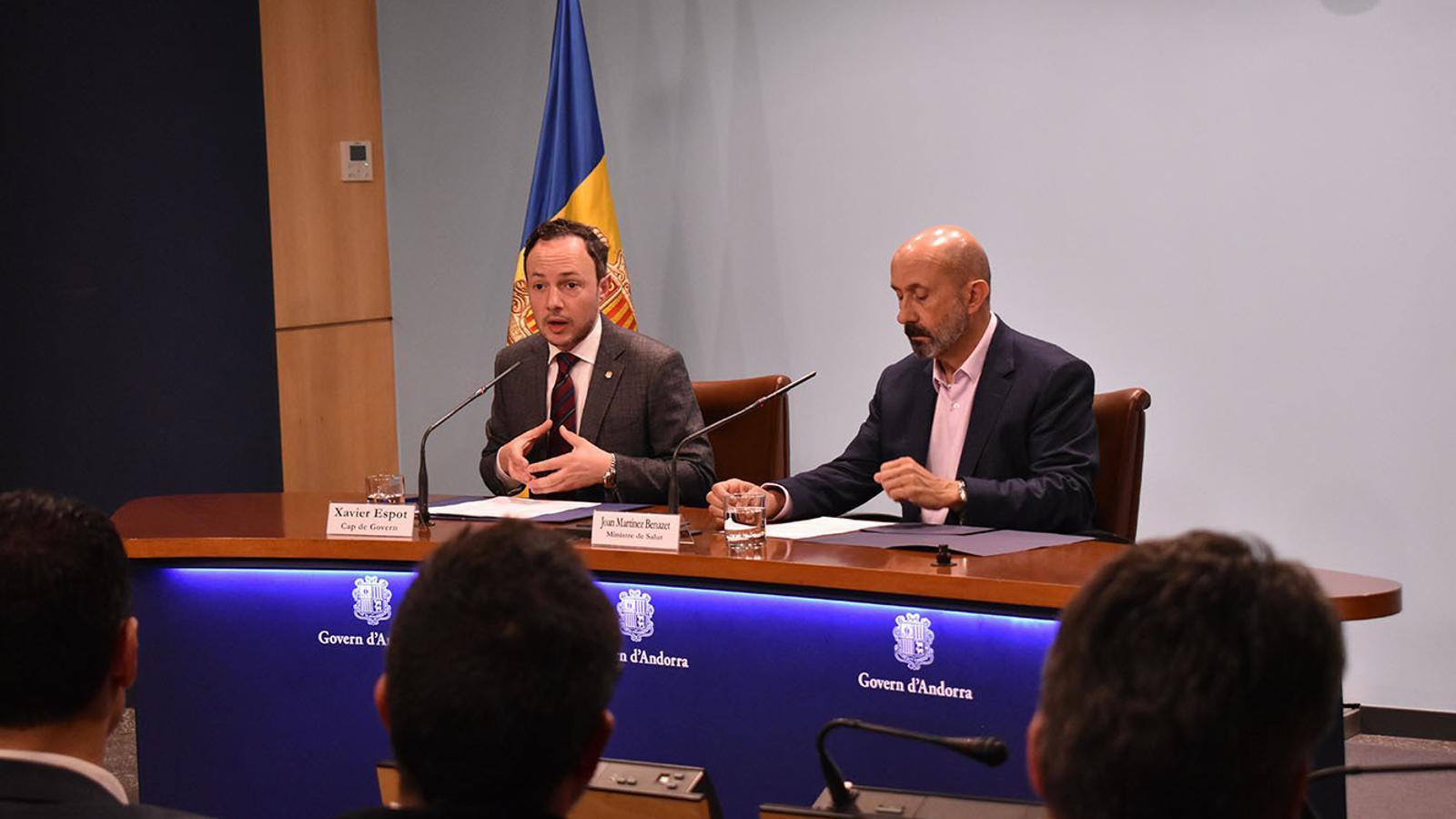 El cap de Govern, Xavier Espot, i el ministre de Salut, Joan Martínez Benazet aquest dijous a la nit. / M. F. (ANA)