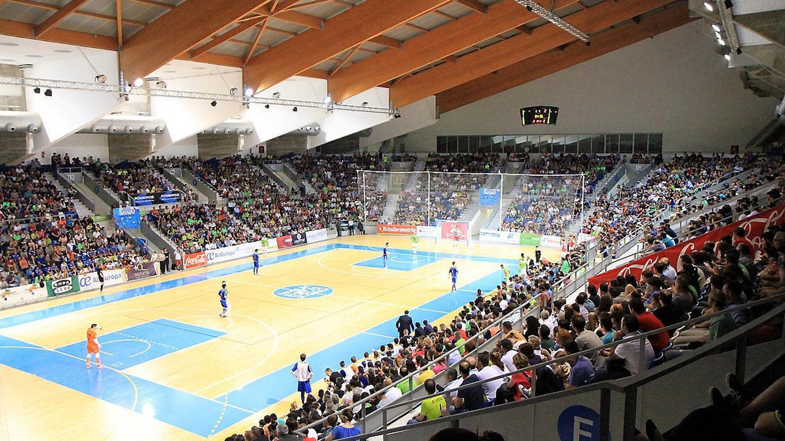 L'afició del Palma Futsal, animant l'equip durant un partit.