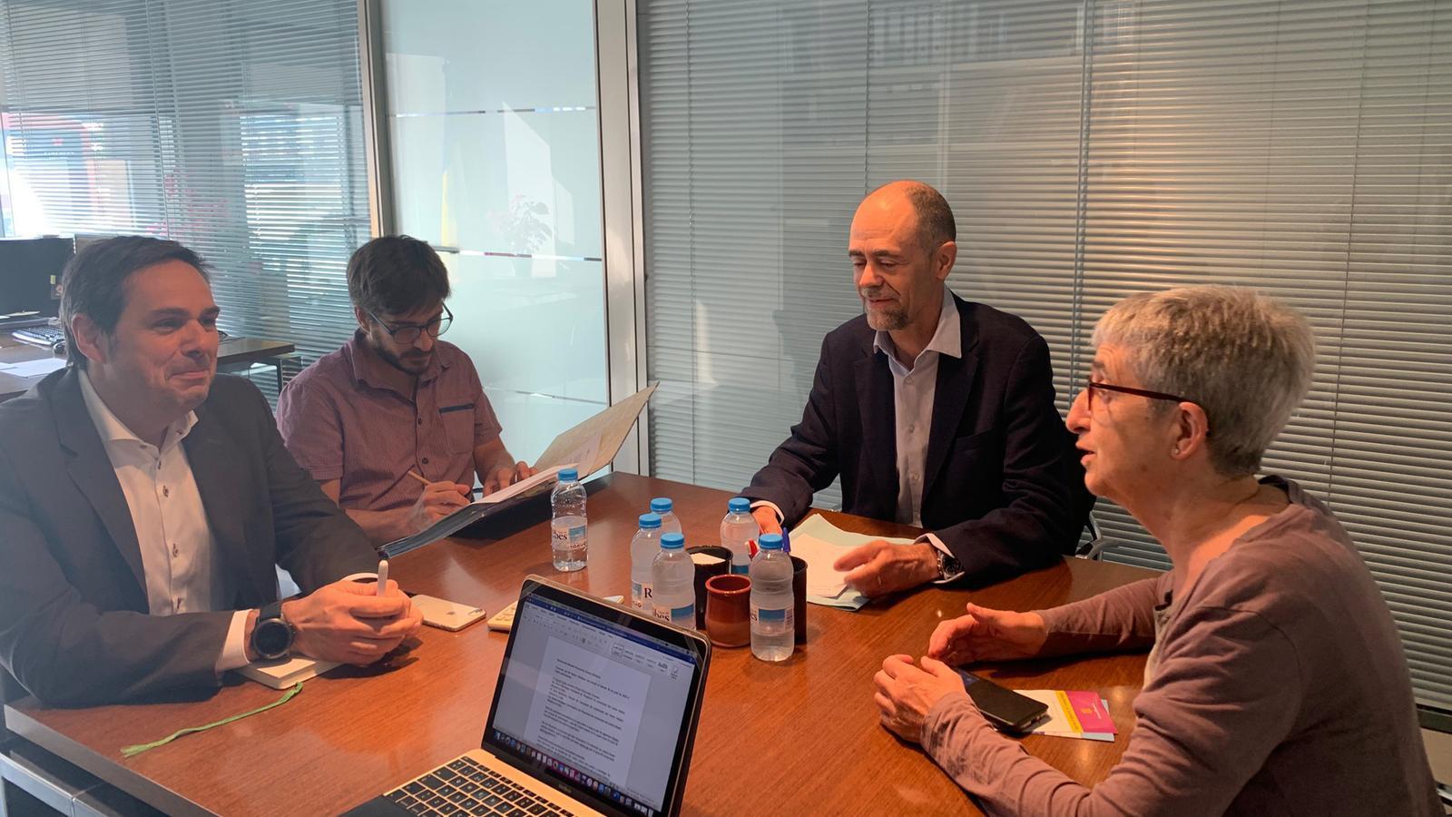 El Secretari d'Estat d'Economia i Empresa, Salustià Chato, reunit amb els representants de l'Associació de Comerciants del Centre Històric d'Andorra la Vella. / CENTRE HISTÒRIC