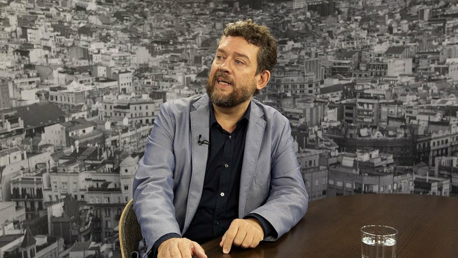 """""""Espanya ha intentat ser alhora una democràcia i un sistema autoritari i això col·lapsa sempre"""""""