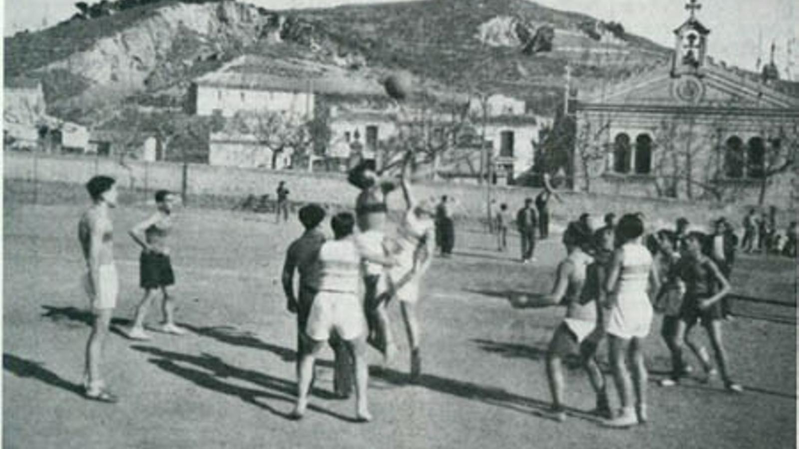 Els primers partits de la Penya Spirit of Badalona es van jugar a la intempèrie
