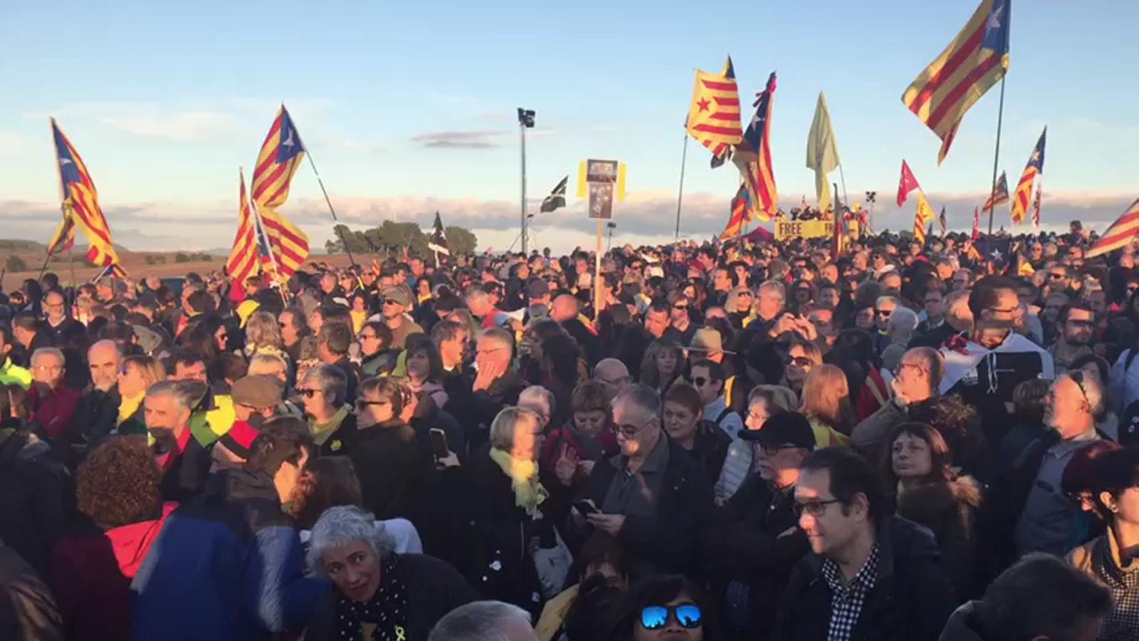 Milers de persones en l'homenatge a Junqueras i Forn