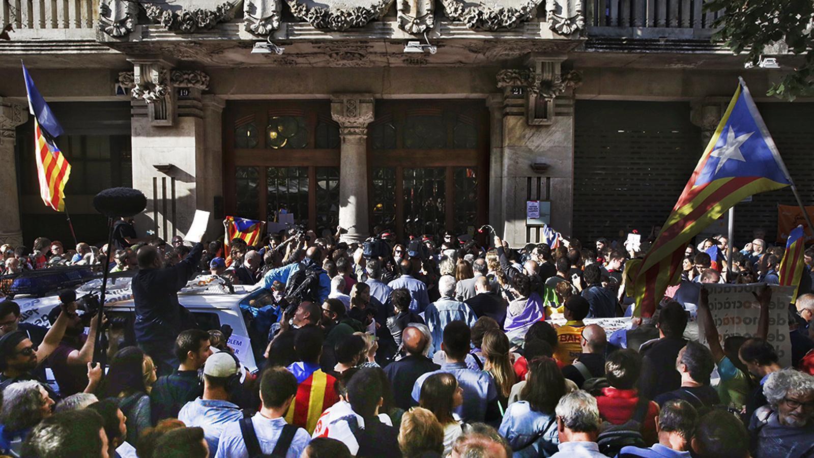 ANC i Òmnium criden els ciutadans a concentrar-se a la Gran Via amb Rambla Catalunya un any després del 20-S