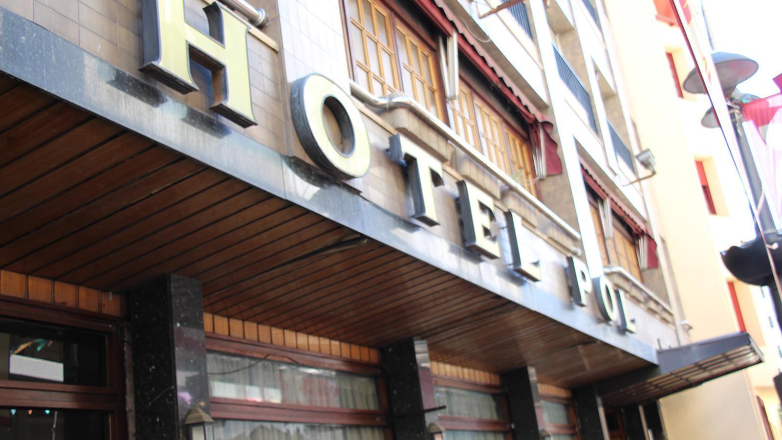 Façana de l'hotel Pol. / B. N.