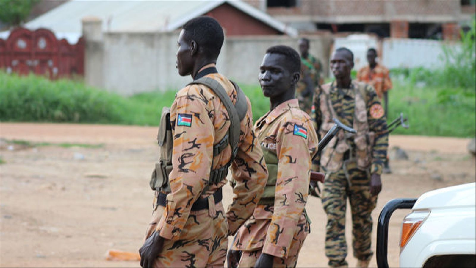 Policies i soldats als carrers de Juba, la capital del Sudan del Sud, durant un operatiu en 2016