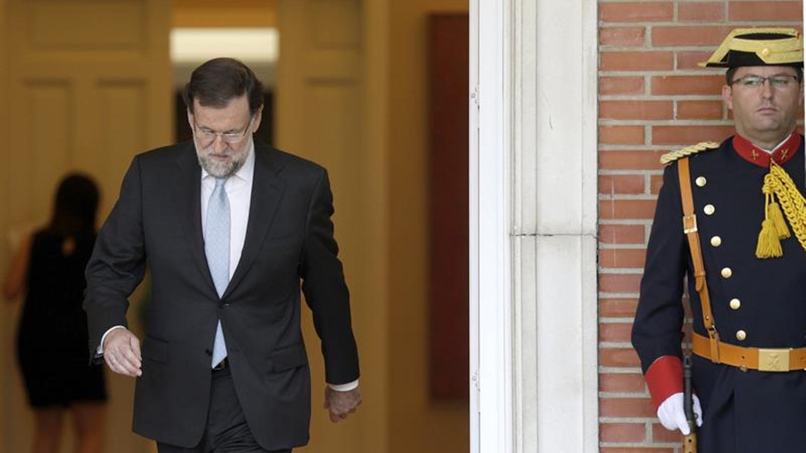 El president Rajoy, sortint del palau de la Moncloa / EFE