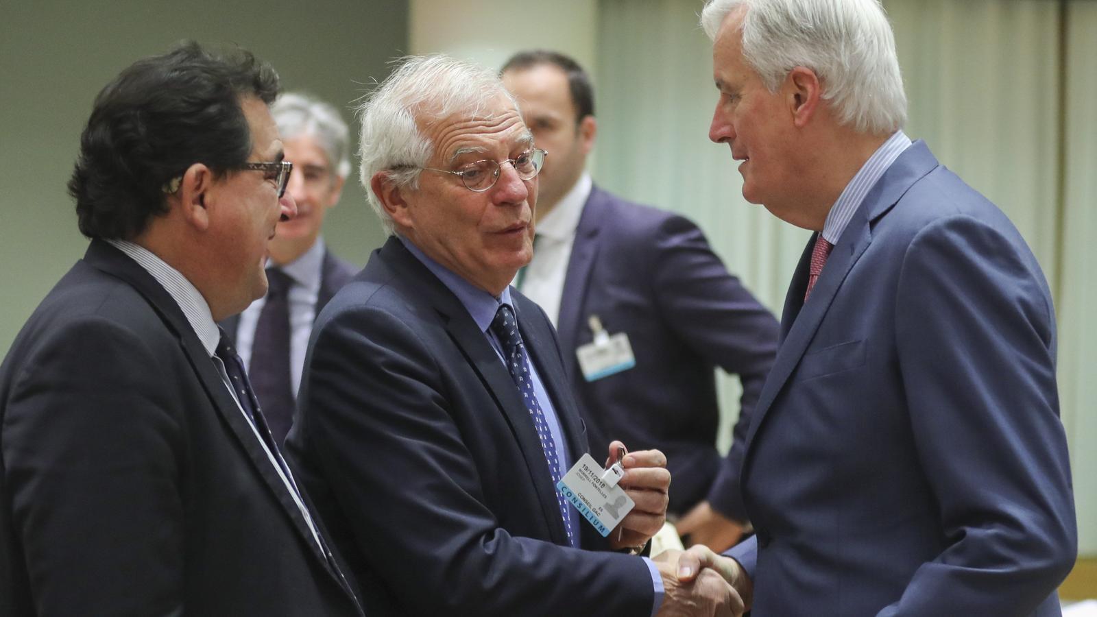 El ministre d'Afers Exteriors, Josep Borrell, amb el negociador de la UE pel Brexit, Michel Barnier.