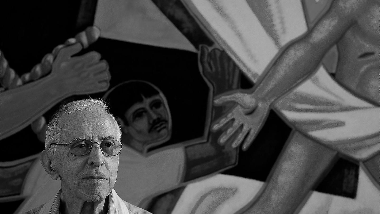 Pere Casaldàliga, una veu i un exemple de compromís a favor dels camperols pobres i els pobles indígenes de la selva amazònica del Brasil.