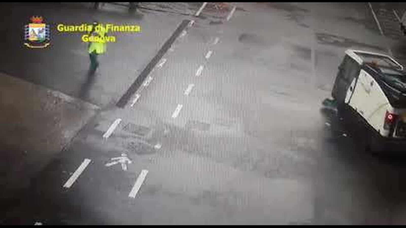 Vídeo de les càmeres de seguretat mostrant l'instant de l'esfondrament del pont