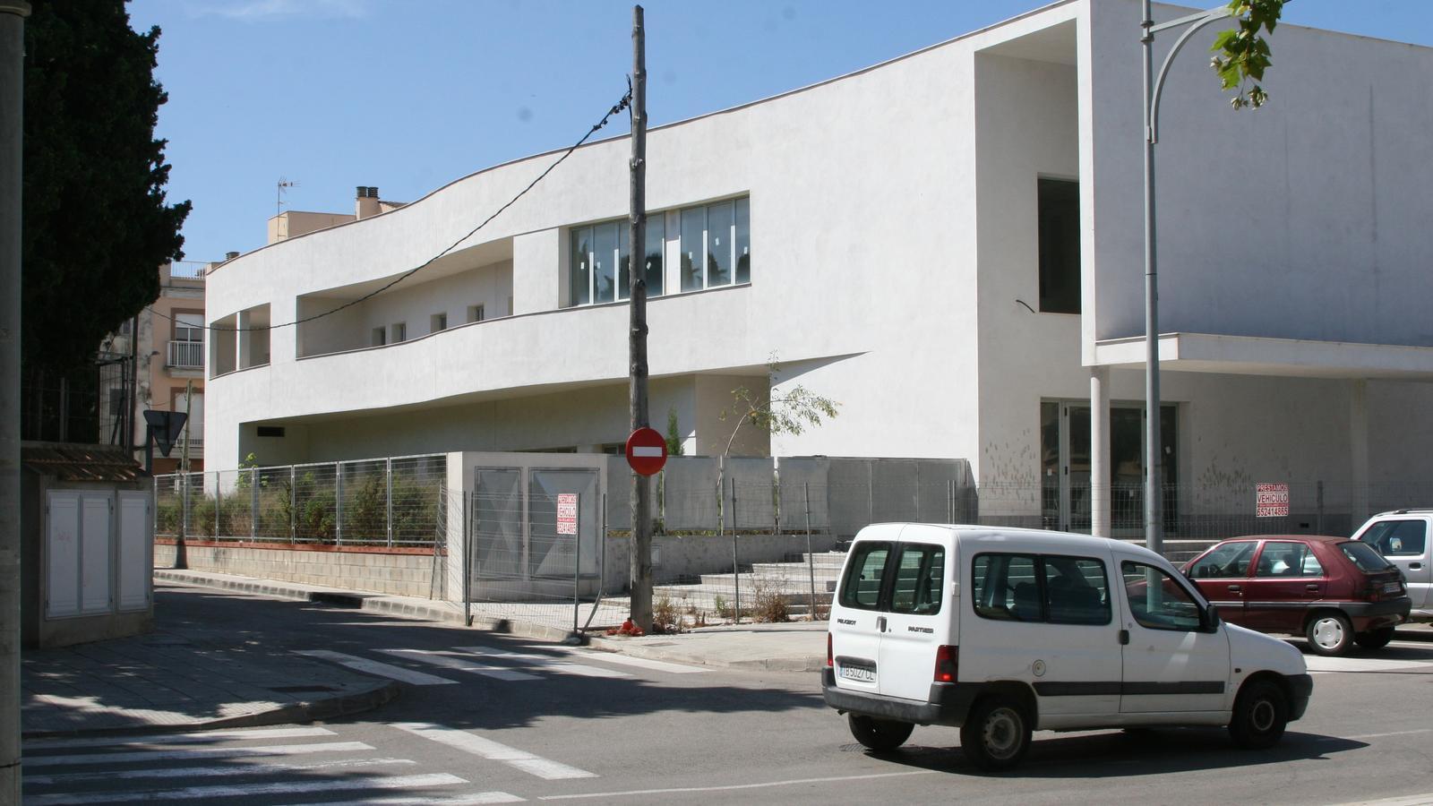 L'edifici dels Sementals i el carrer Lepant (a l'esquerra) passaran a ser zona educativa.
