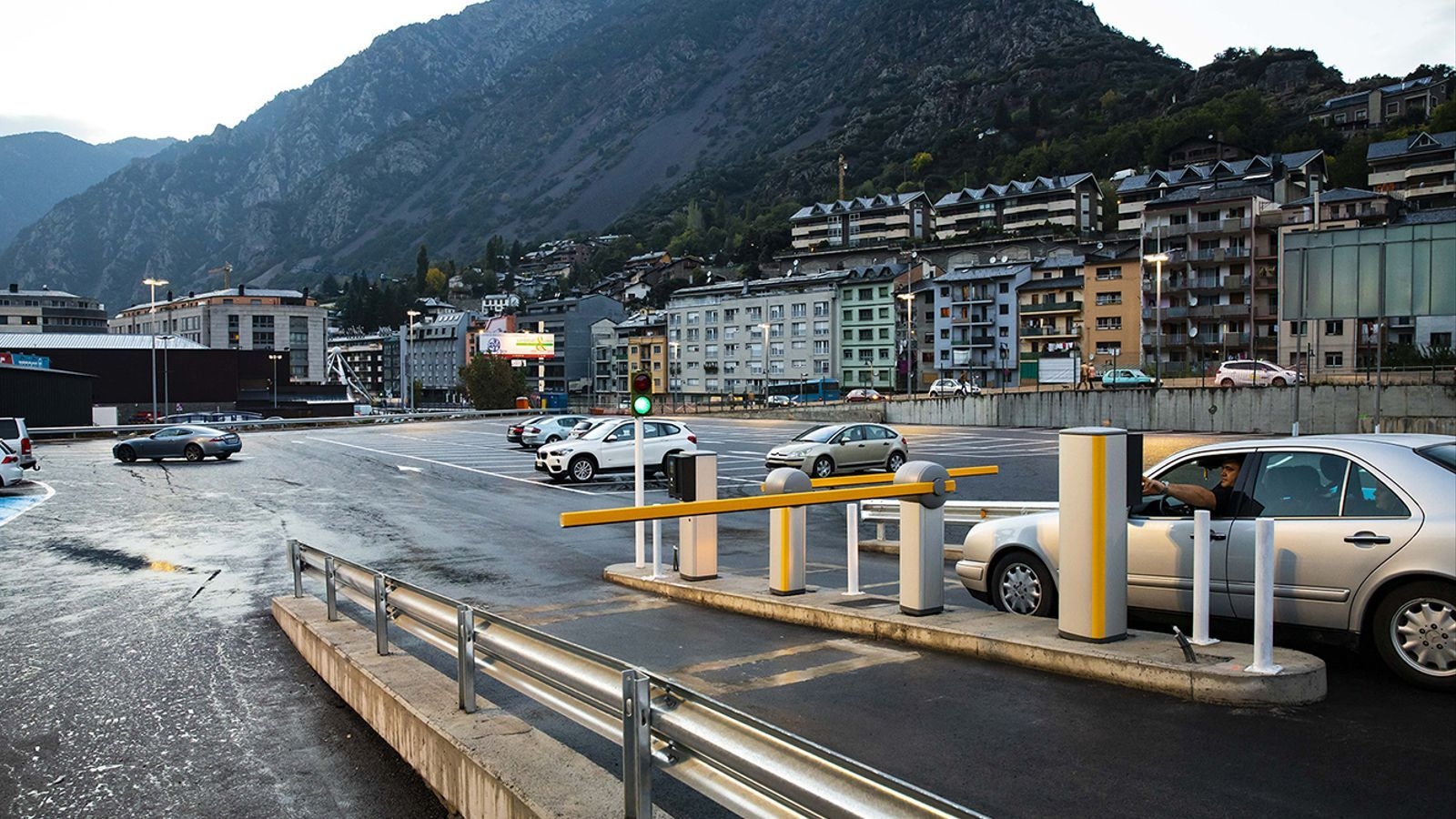 El nou aparcament a tocar de la Dama de Gel. / Comú d'Andorra la Vella