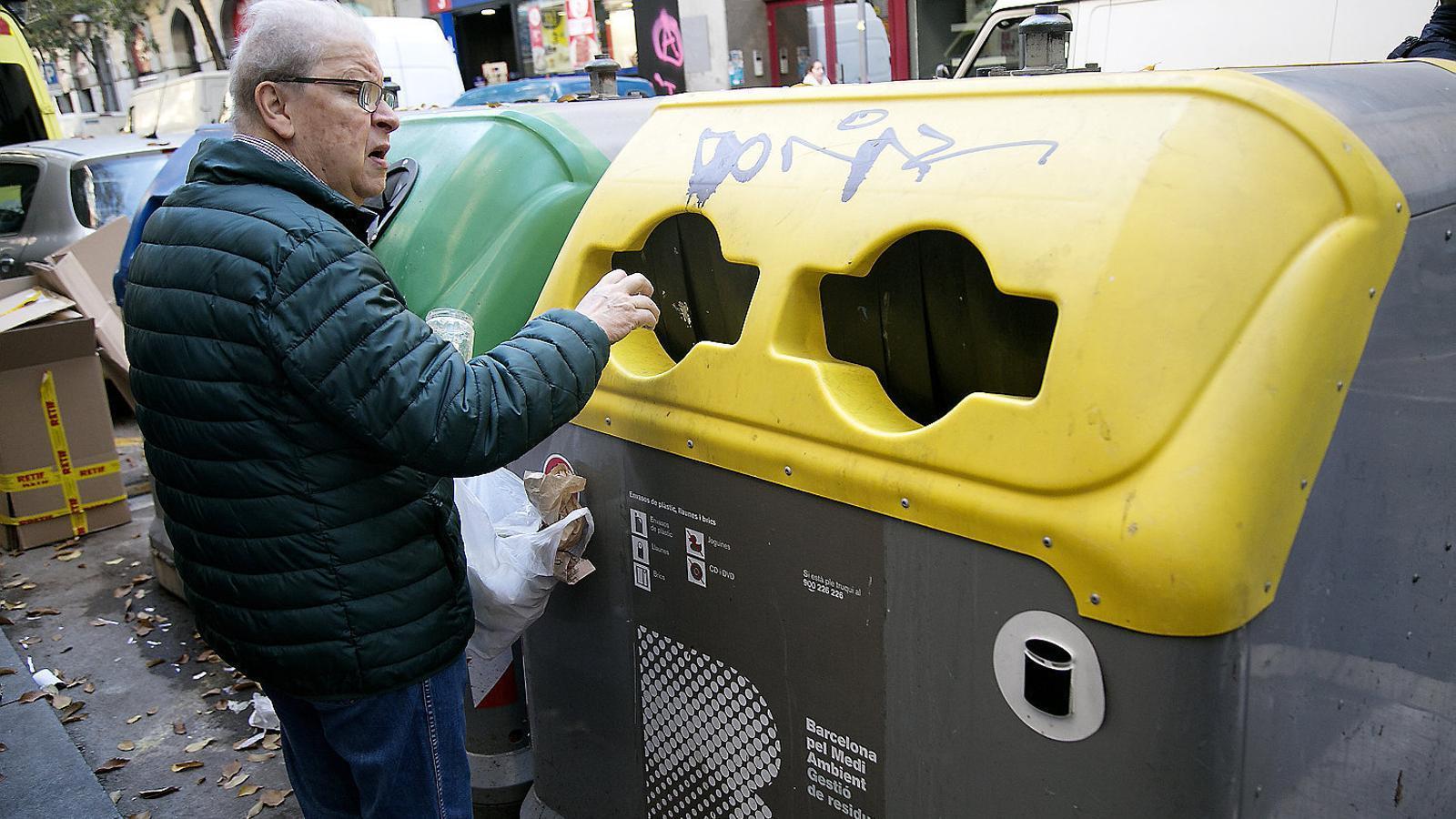 Barcelona cobrarà per primer cop una taxa de recollida selectiva d'entre 2 i 4 euros al mes