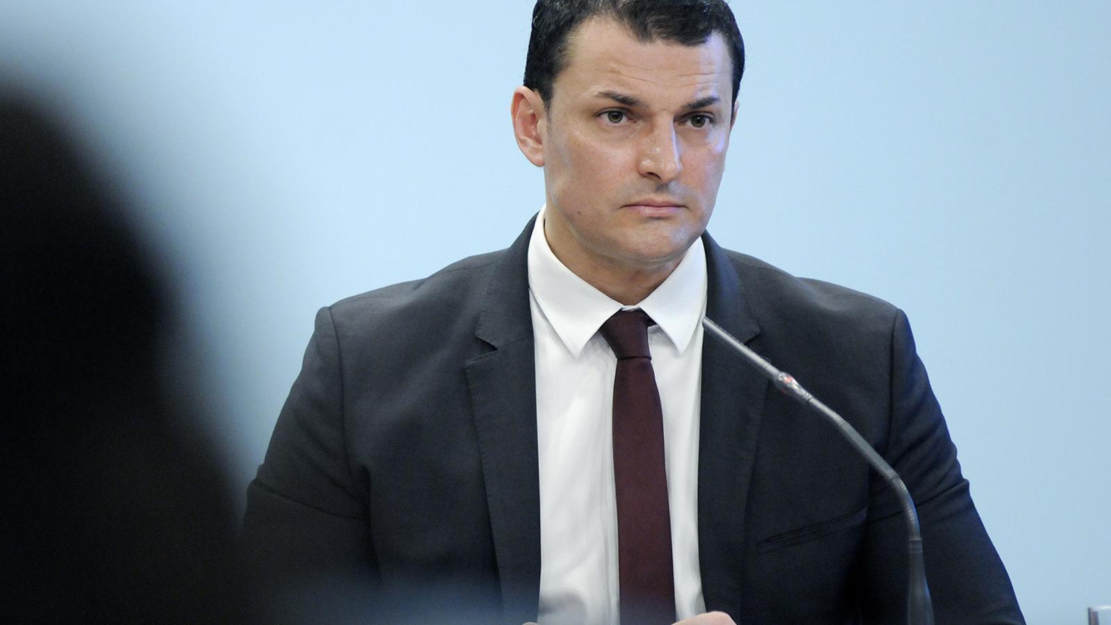 El ministre de Presidència, Economia i Empresa, Jordi Gallardo, durant la roda de premsa d'aquest divendres. / SFG