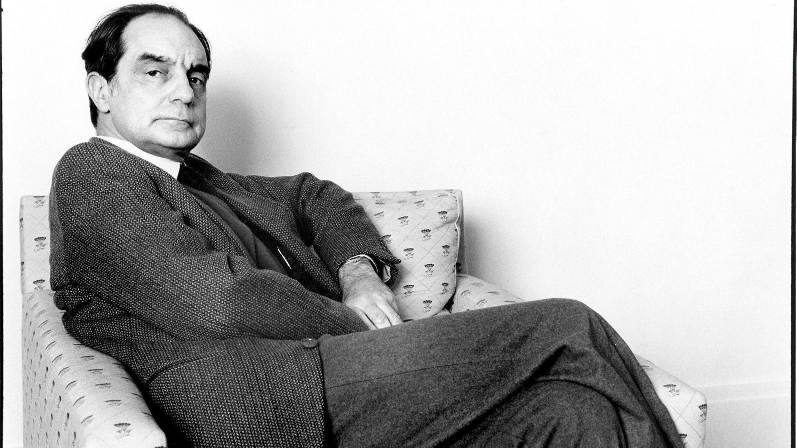 L'escriptor Italo Calvino en una imatge del 1984, un any abans de morir amb 61 anys.