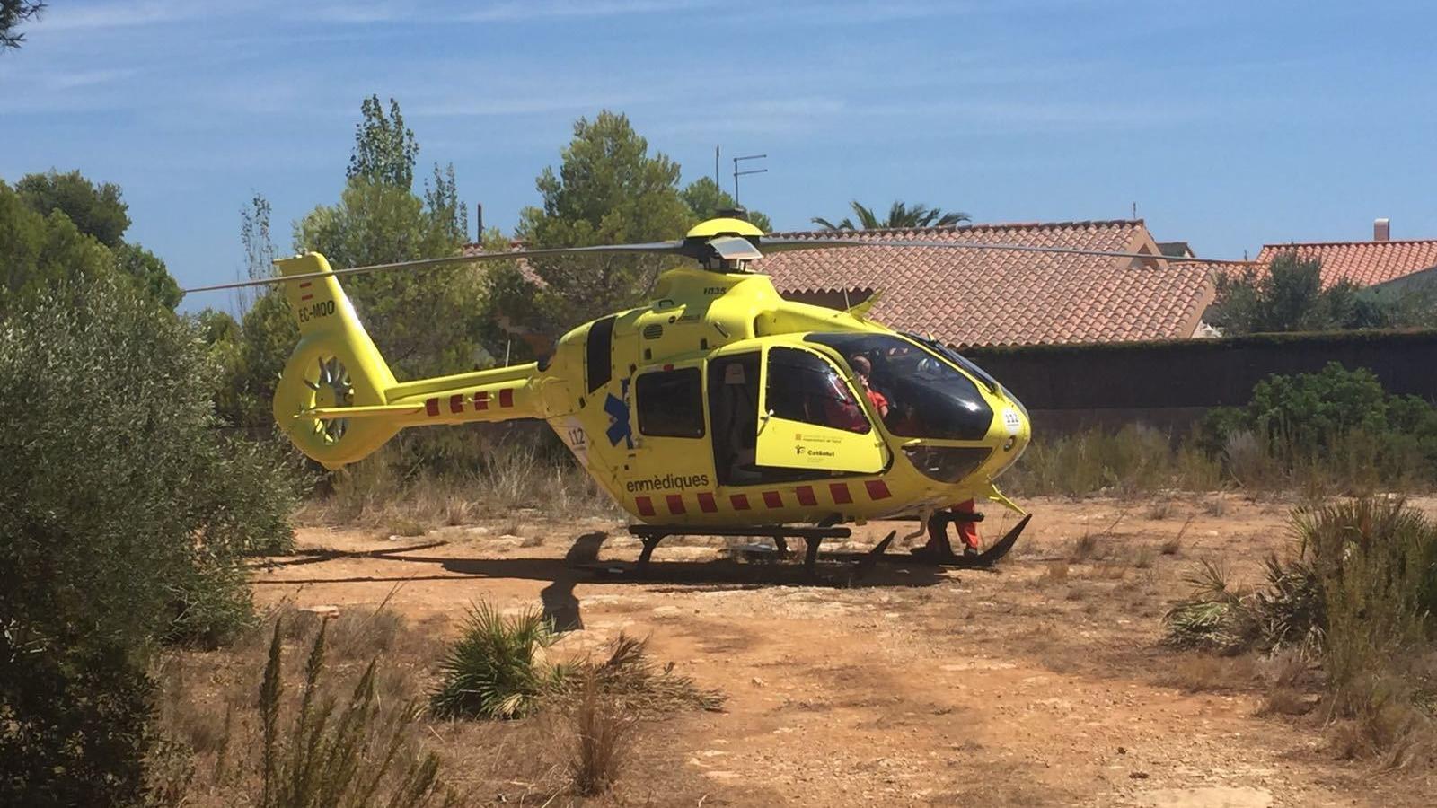 L'helicòpter del SEM que ha intervingut en l'ofegament d'un nen de tres anys en una piscina de l'Ametlla de Mar