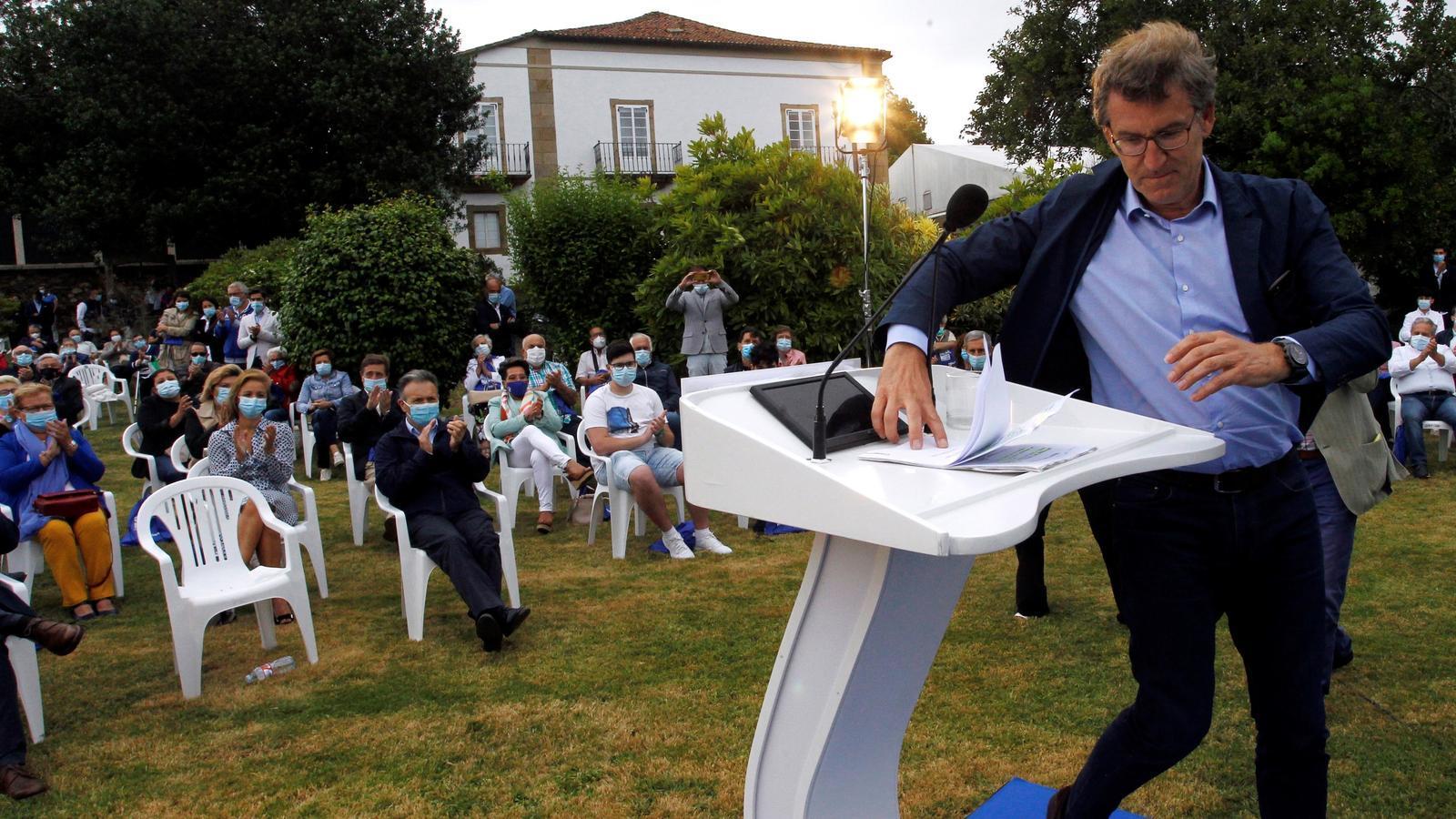 El president gallec i candidat del PP a la reelecció, Alberto Núñez Feijóo, durant un acte de campanya el dilluns al Ferrol  (La Corunya).