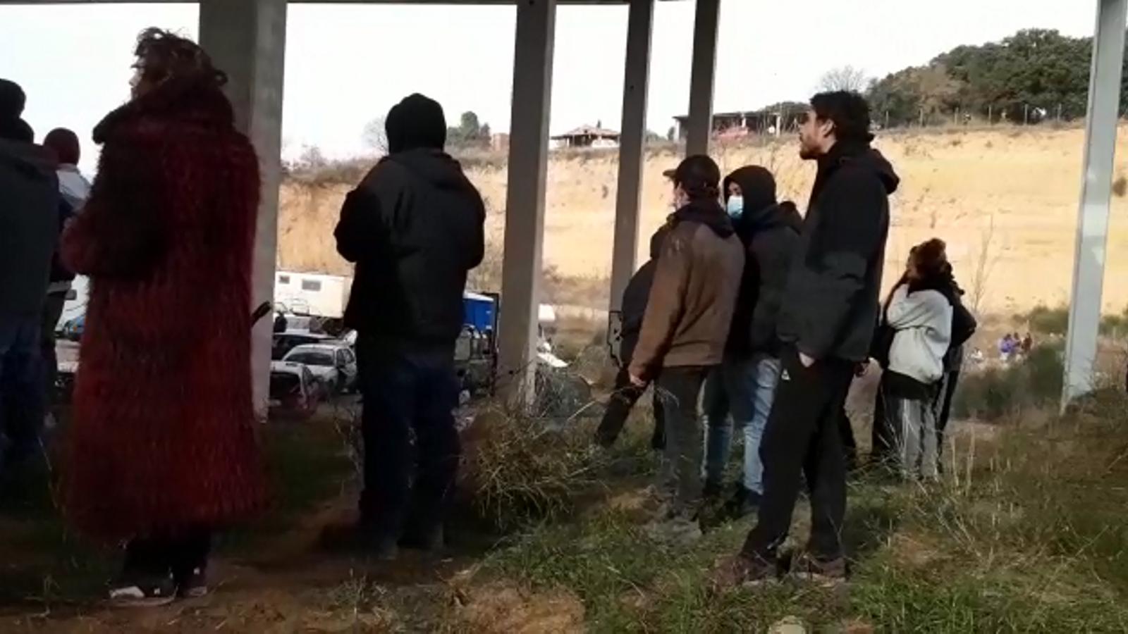 Els Mossos comencen a desallotjar la 'rave' de Llinars