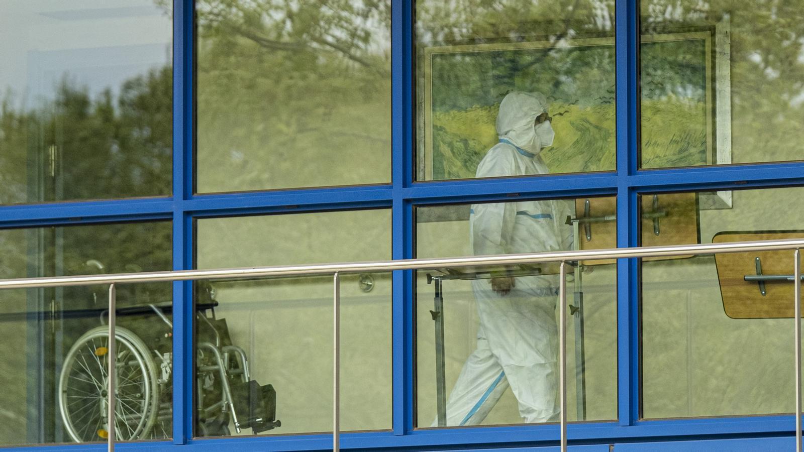 Més de 9.000 morts a Espanya, i a Catalunya un 20% de les víctimes provenen de residències de gent gran: les claus del vespre amb Antoni Bassas (01-04-2020)