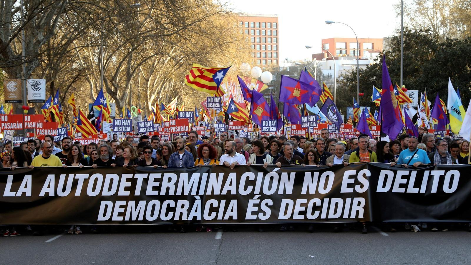 Un 51,8% dels espanyols rebutgen un referèndum però el 53,3% n'acceptarien el resultat, segons el CEO