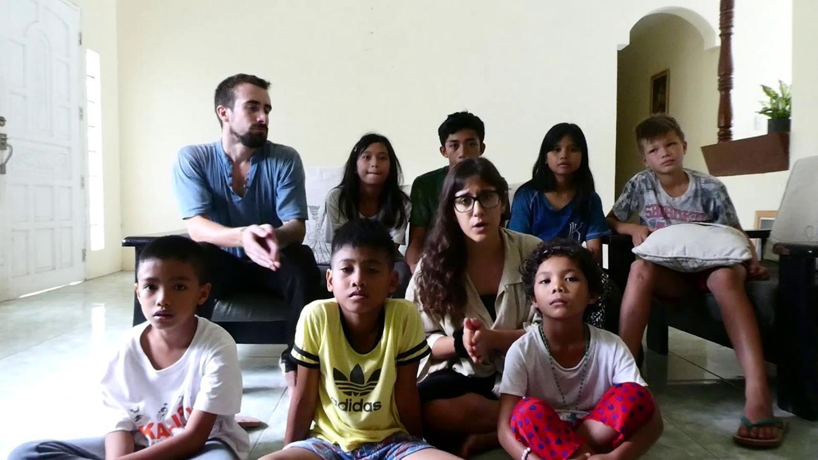 Una mallorquina i un català lluiten perquè un centenar de nins filipins no quedin al carrer