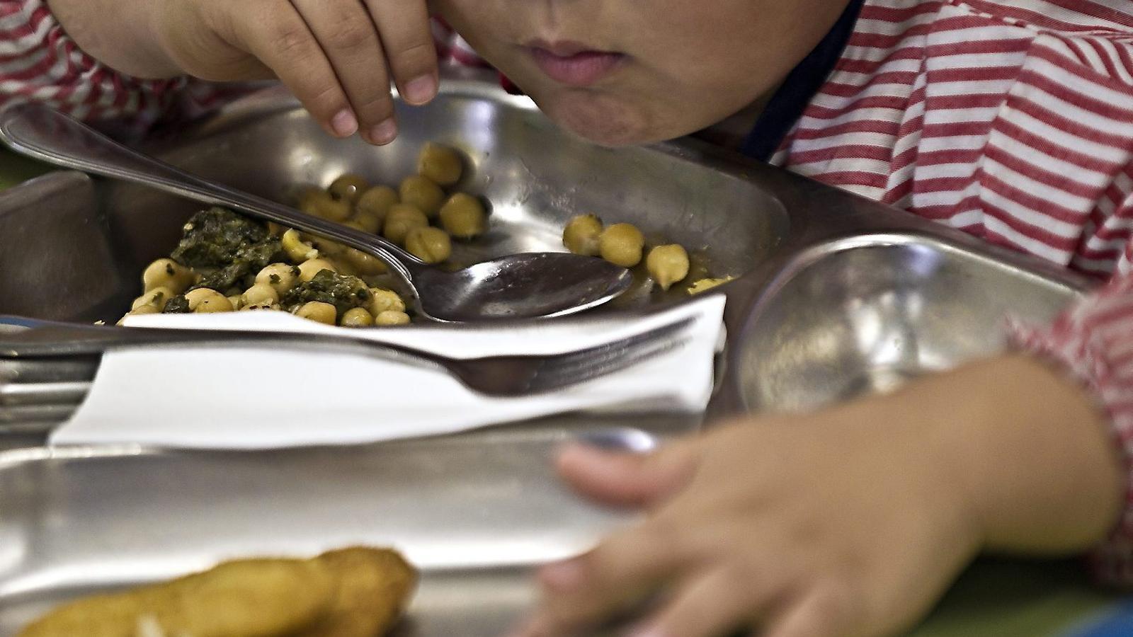 Per primera vegada, tots els alumnes que són admesos per a la beca menjador rebran l'ajut.