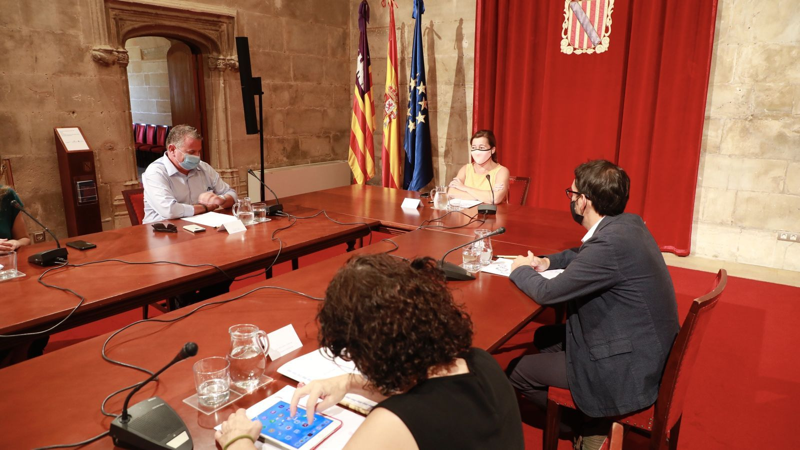 La reunió mantinguda al Consolat de la Mar ha servit per intercanviar opinions sobre l'afectació del coronavirus a l'àmbit econòmic.