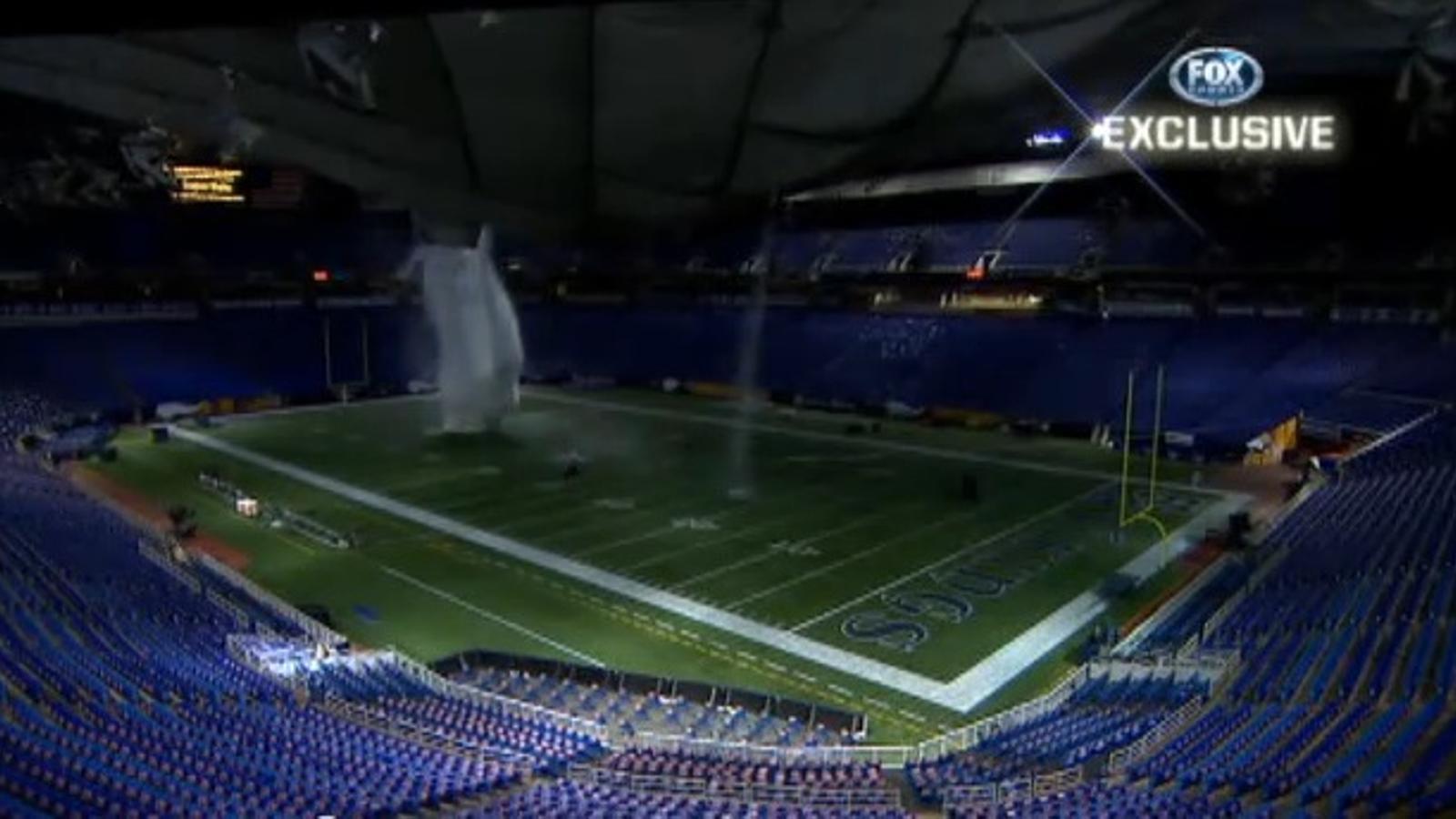 La neu ensorra el sostre de l'estadi Metrodome, a Minneapolis