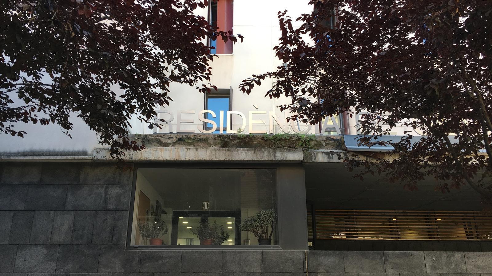 La façana de la residència per a gent gran Mossèn Vidal i Aunós.