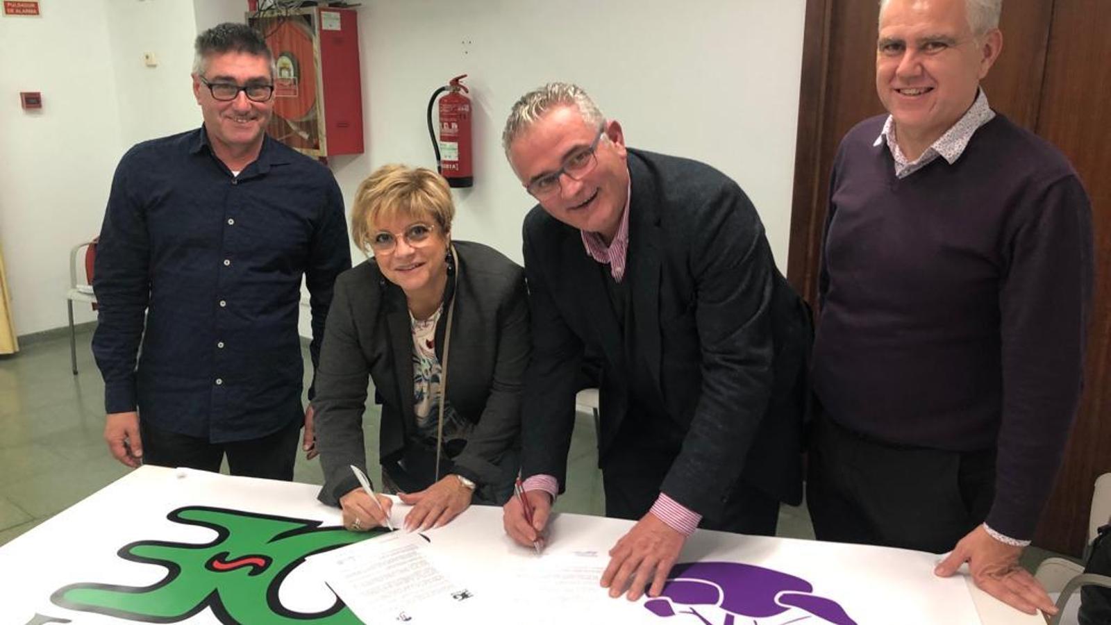 Moment de la signatura de l'acord electoral a Capdepera