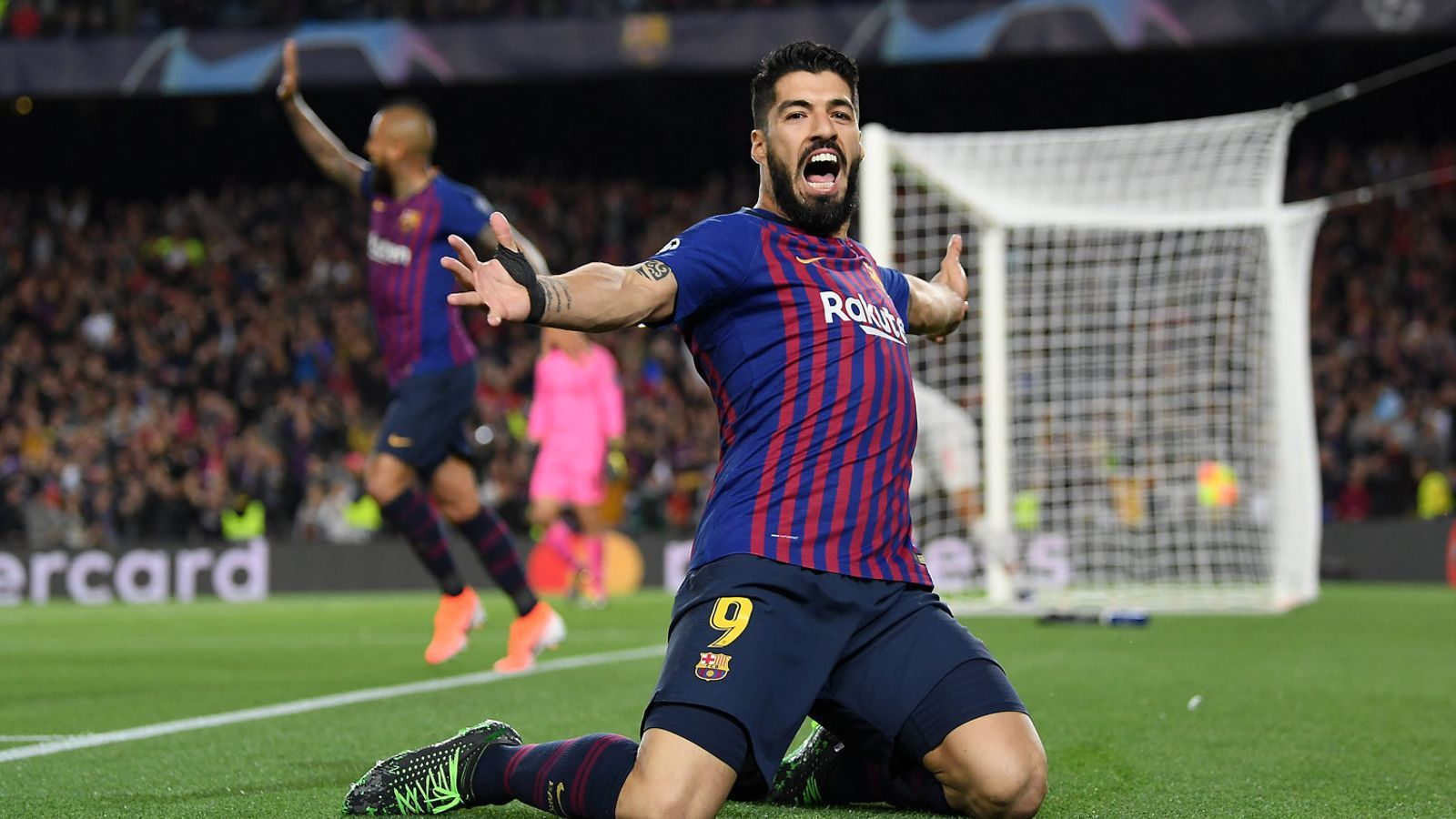 Suárez celebrant un gol amb la samarreta del Barça.