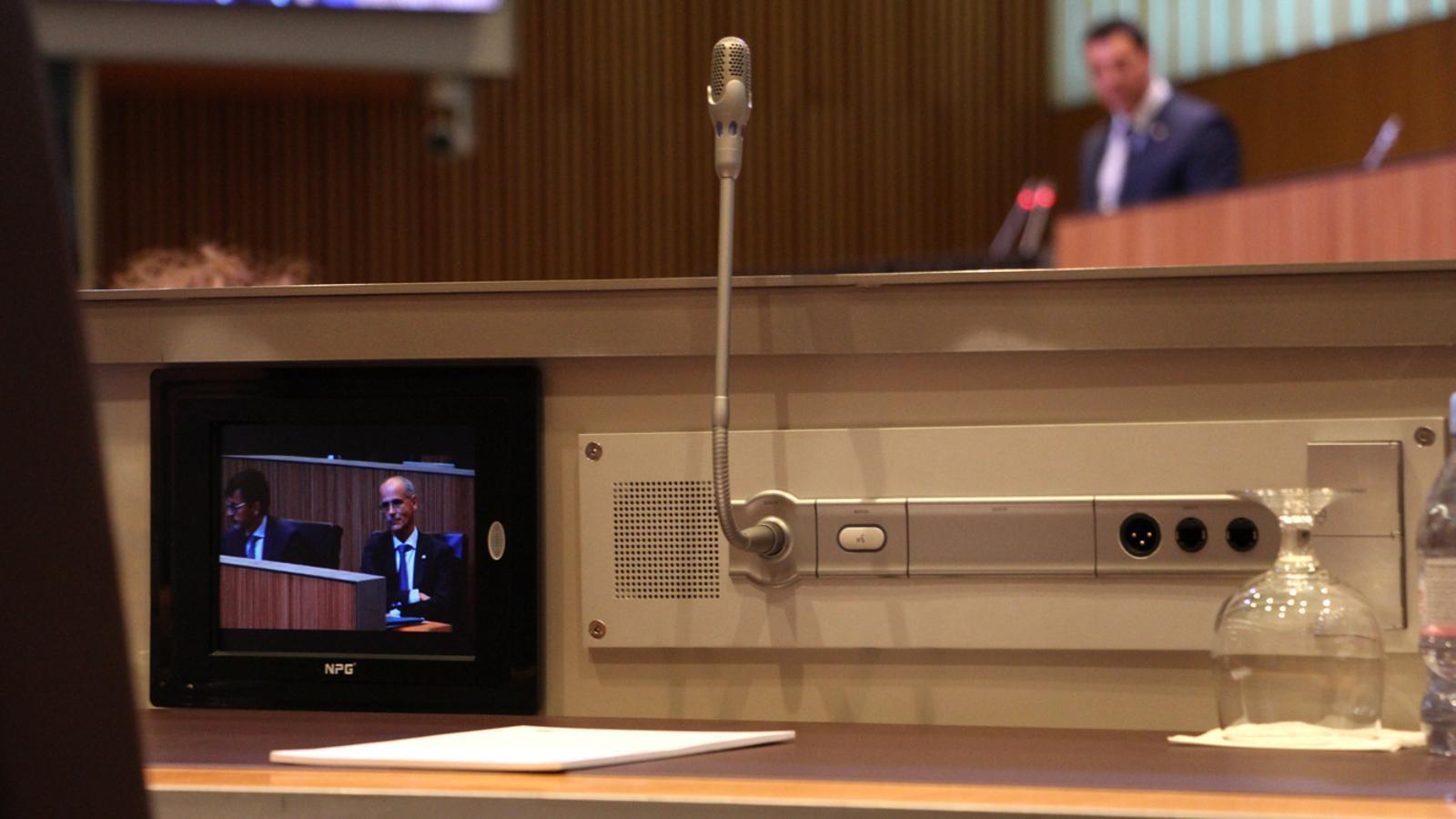El cap de Govern, Toni Martí, segueix les rèpliques de l'oposició al seu discurs d'aquest dilluns. / M. M. (ANA)