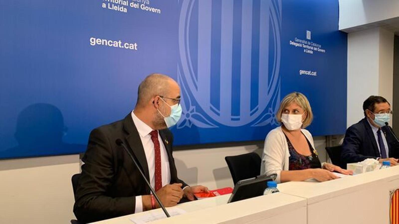 El conseller d'Interior, Miquel Buch, i la consellera de Salut, Alba Vergés, aquest diumenge / SANTI IGLESIAS